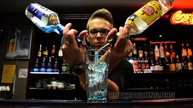 người pha chế đồ uống